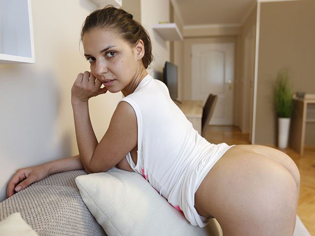 Alina Henessy shows off ass on porn date